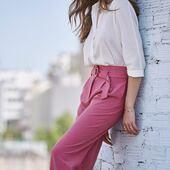 Un pantalon fluide rose et une jolie chemise blanche, c'est une de nos tenues préférées de la rentrée 💗  On vous en montre plus en story 📸  Les nouvelles pièces de votre dressing de septembre seront dispo le 30 août, juste ici ⬇️ www.laureplusmax.com  #laureplusmax #leslooksdeseptembre #pants #pink #shirt #whiteshirt #fashion #mode #ootd #lookdujour