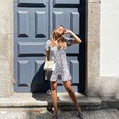 That summer feeling ☀️  La jolie @aportugueseinparis porte notre robe ROSA et on est fan!   #lookoftheday #almaemuse #summer #fashion #ootd #dress #lookdujour #robe #beauty #paris #print #flower